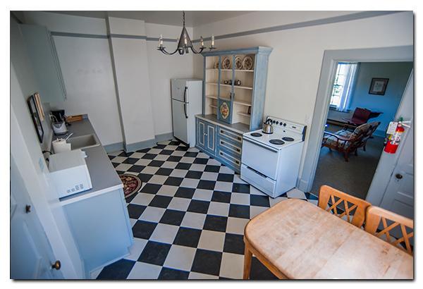 Fort Casey Inn Vacation Full Kitchen